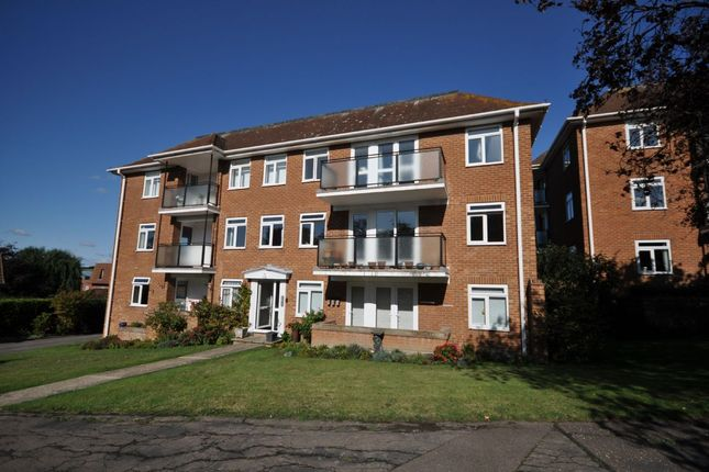 2 bed flat to rent in Holland Road, Frinton-On-Sea CO13