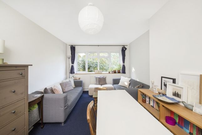 Flat for sale in Geoffrey Road, London