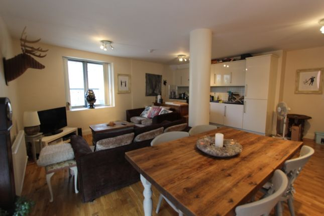 Thumbnail Flat to rent in Colloseum Apartments, Palmers Road, Bethnal Green