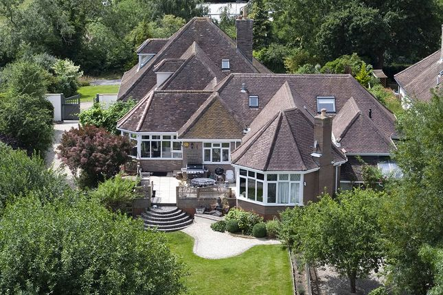 Thumbnail Detached house for sale in Evesham Road, Broadway, Worcestershire