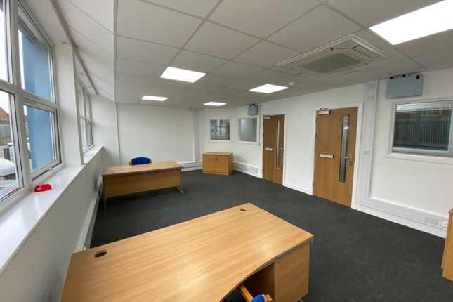 Thumbnail Office to let in First Avenue, Bletchley