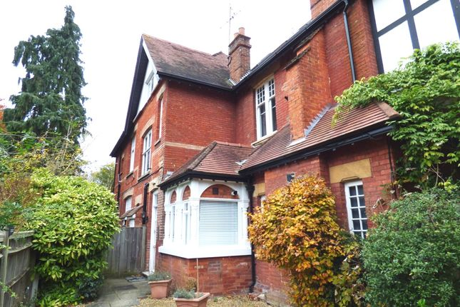 2 bed flat to rent in Westcote Road, Reading
