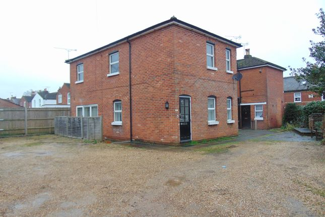 Thumbnail Flat to rent in Winchester Road, Romsey, Southampton
