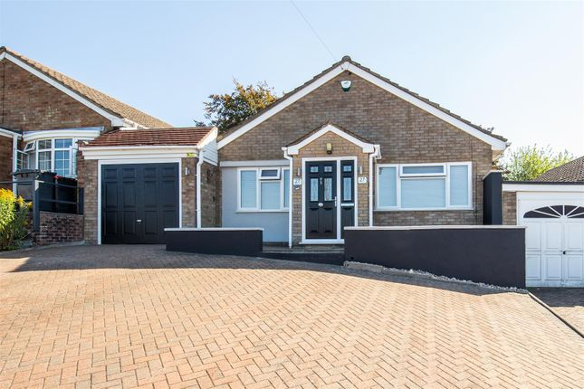 Thumbnail Detached bungalow for sale in Staveley Road, Dunstable, Bedfordshire