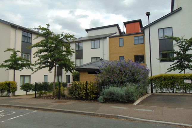 Thumbnail Flat to rent in Drakes Drive, Stevenage