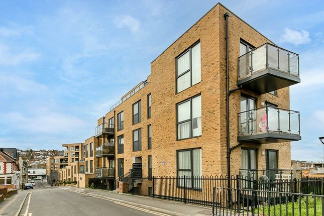 Thumbnail Flat for sale in Station Approach Road, Coulsdon, Surrey
