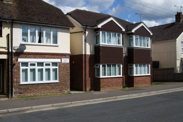 Thumbnail Flat to rent in Gordon Road, Haywards Heath