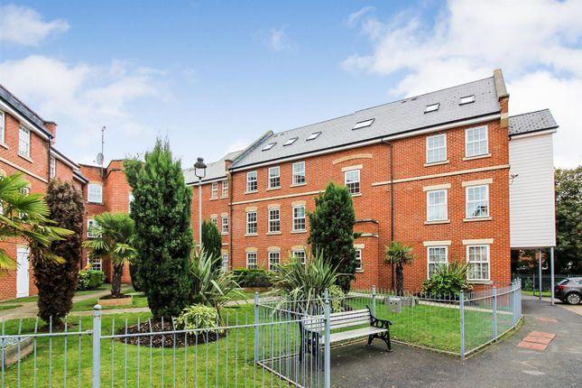 2 bed flat to rent in Florey Gardens, Aylesbury HP20