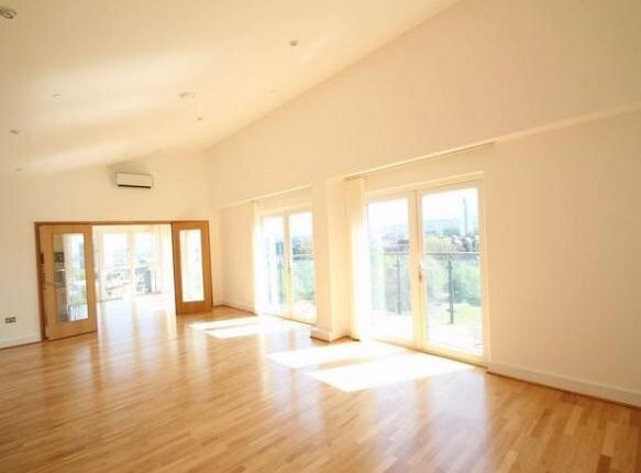 Thumbnail Flat to rent in Woolwich Church Street, Woolwich, London
