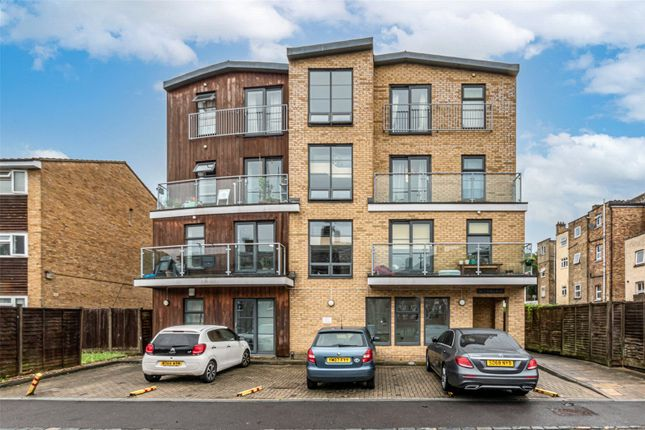 Thumbnail Maisonette to rent in Palace Road, London