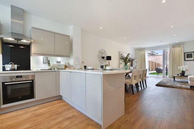 Thumbnail Terraced house for sale in 30 Reynard Way, Brentford