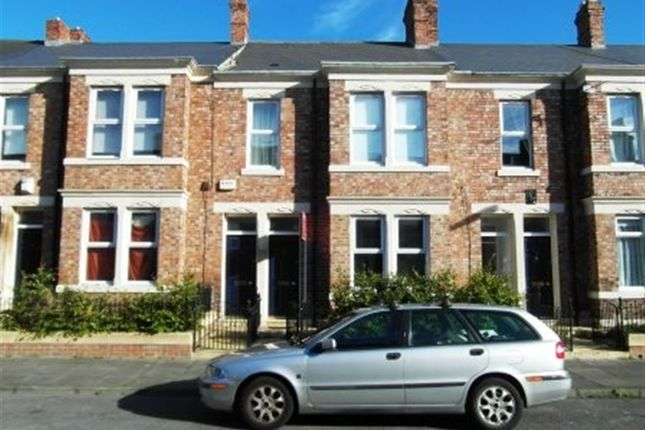 2 bed flat to rent in Windsor Avenue, Bensham, Gateshead