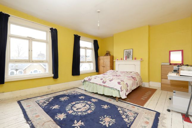Thumbnail Flat for sale in Gillespie Road, London