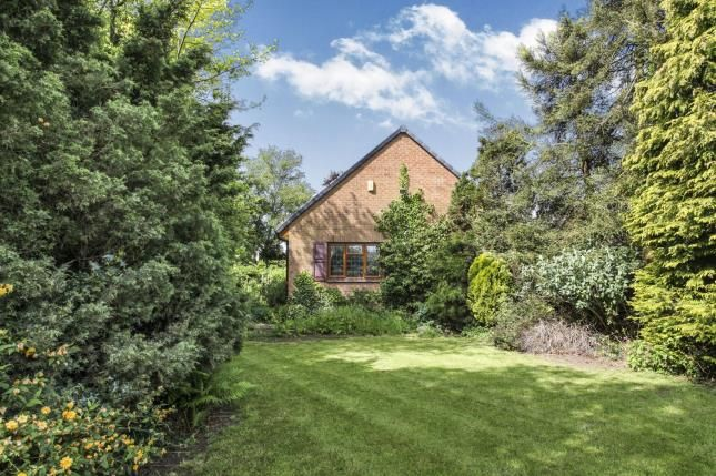 2 bed bungalow for sale in The Common, Barwell, Leicester, Leicestershire