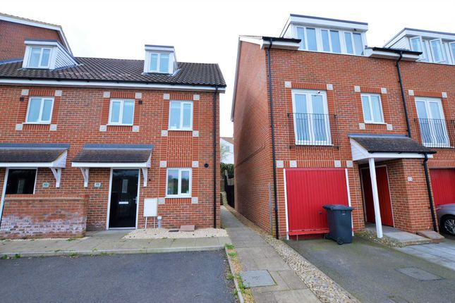 Thumbnail Town house for sale in Southalls Way, Norwich