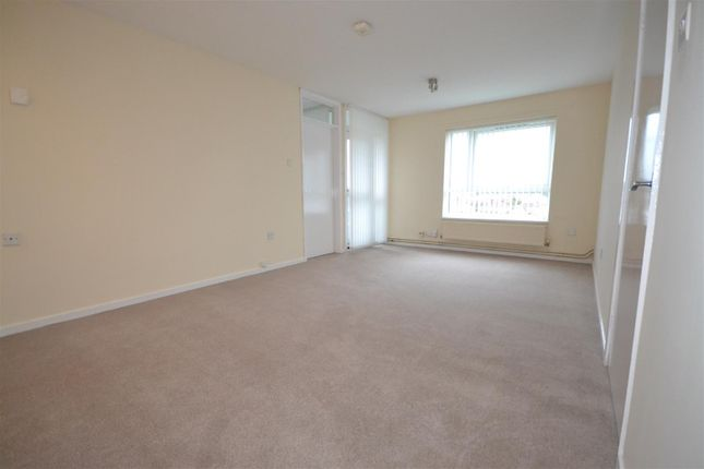 Thumbnail Flat for sale in Springbank, Norwich