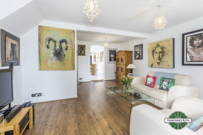 End terrace house for sale in East Ferry Road, London