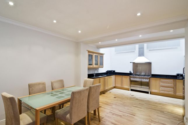 Thumbnail Terraced house to rent in Alie Street, London