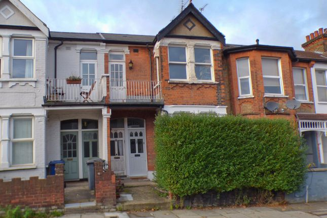 Maisonette for sale in Squires Lane, Finchley Central, London
