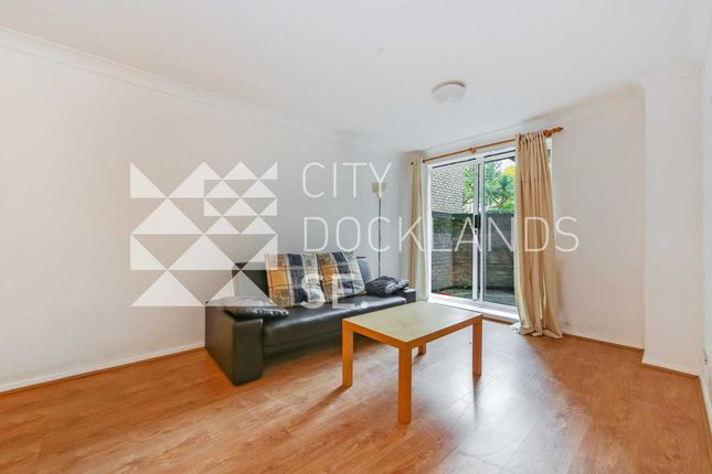 Flat to rent in Hooper Square, Aldgate
