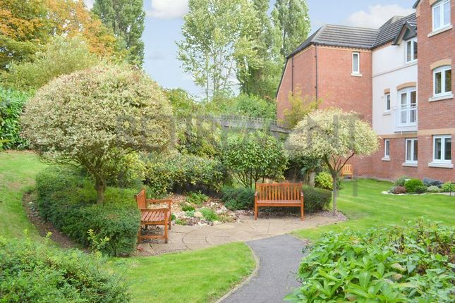 Thumbnail Flat for sale in Pettifor Court, Leicester