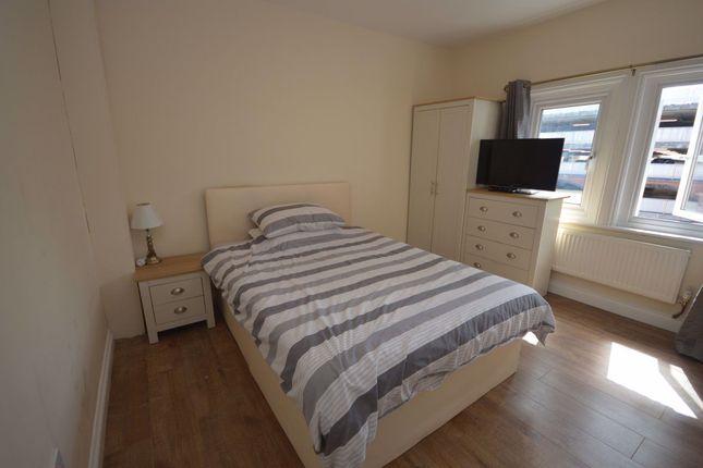 Room to rent in Faringdon Road, Swindon SN1