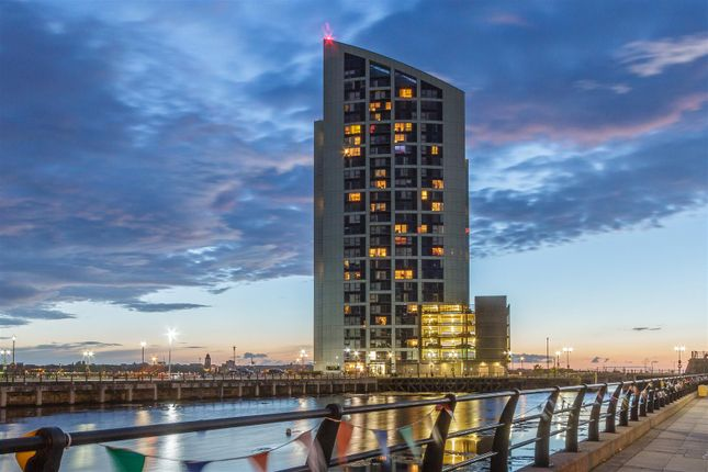 Thumbnail Flat for sale in Alexandra Tower, Princes Parade, Docklands