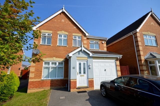 Detached house to rent in Wren Crescent, Scartho Top, Grimsby