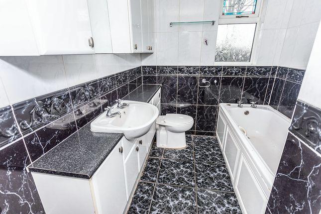 Bathroom of Wellgate, Glasshoughton, Castleford, West Yorkshire WF10