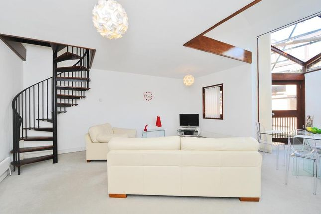 Thumbnail Town house for sale in West Hill Park, Highgate N6,