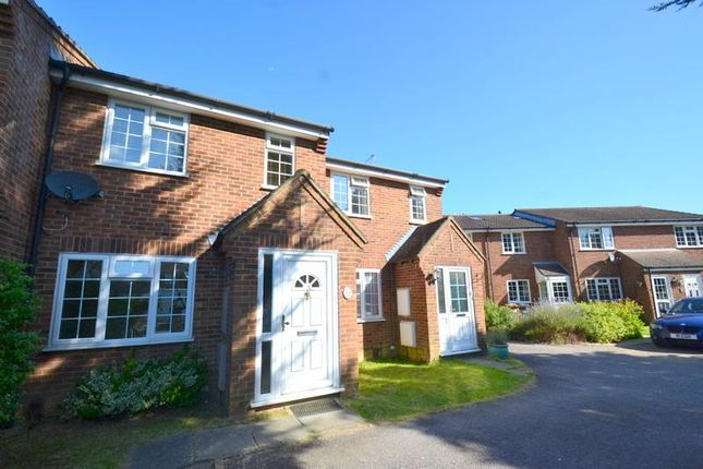 Thumbnail Property to rent in Fallowfield Way, Horley