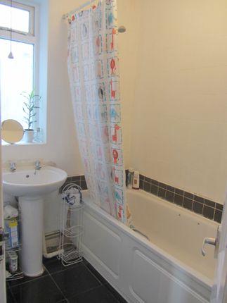 Bathroom of Clifden Road, Hackney E5