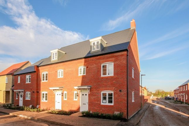 4 bed town house to rent in Wetherby Road, Bicester