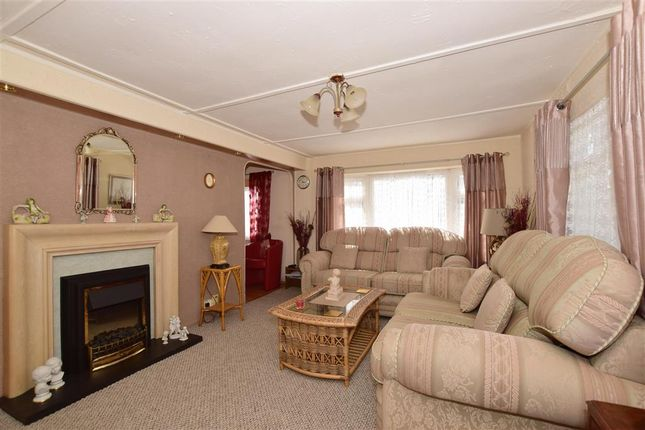 Fifteenth Avenue, Lower Kingswood, Tadworth, Surrey KT20, 2 bedroom on winchester mobile home, cambridge mobile home, kenilworth mobile home, stonebridge mobile home, reading mobile home, nelson mobile home, fairfield mobile home, brookwood mobile home, mansfield mobile home,