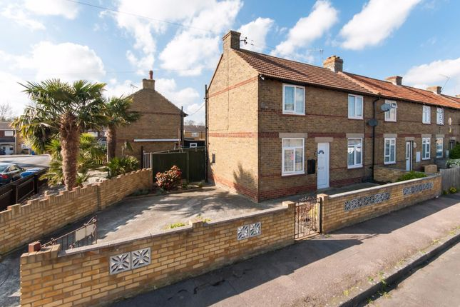 3 bed end terrace house for sale in Gordon Square, Faversham