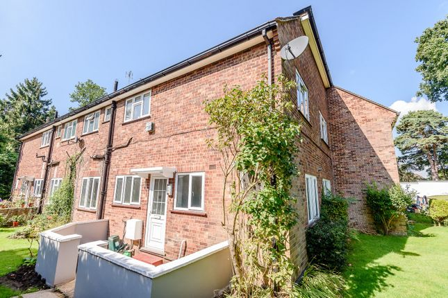 Thumbnail Flat for sale in Shaftesbury Road, Woking
