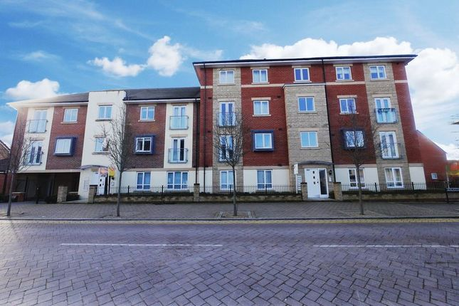 2 bed flat to rent in Whitebeam Court, Didcot OX11