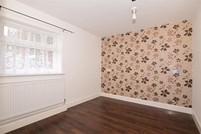 Thumbnail Flat for sale in Newtown Green, Ashford, Kent