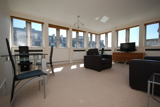 1 bed flat to rent in St. James's Square, London