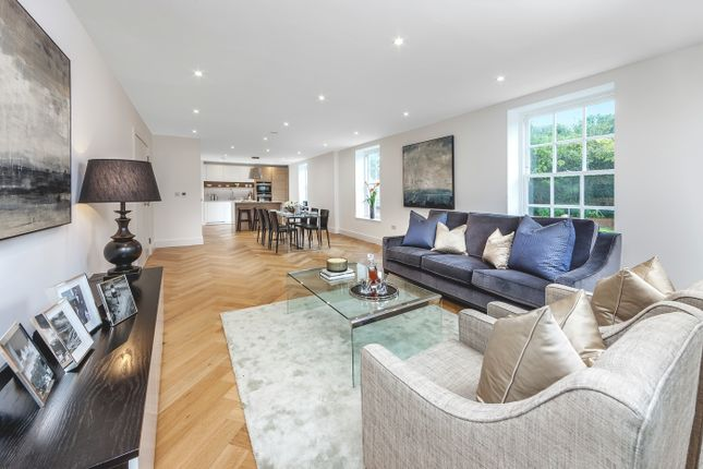Thumbnail Flat for sale in West Common Road, Hayes
