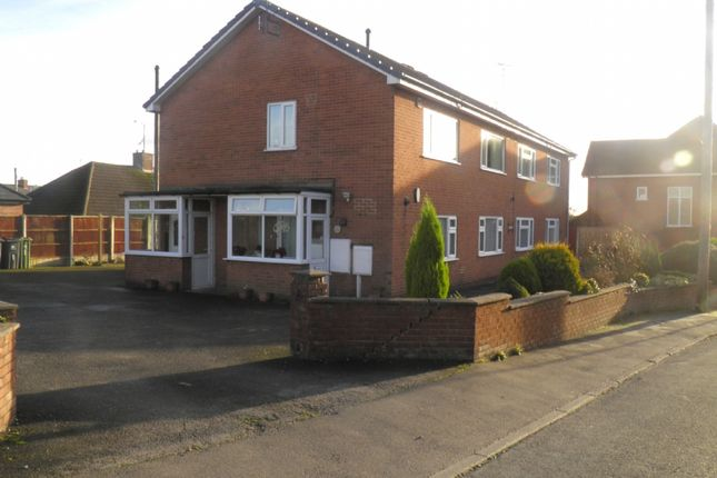 Thumbnail Flat to rent in Wycliffe Road, Alfreton