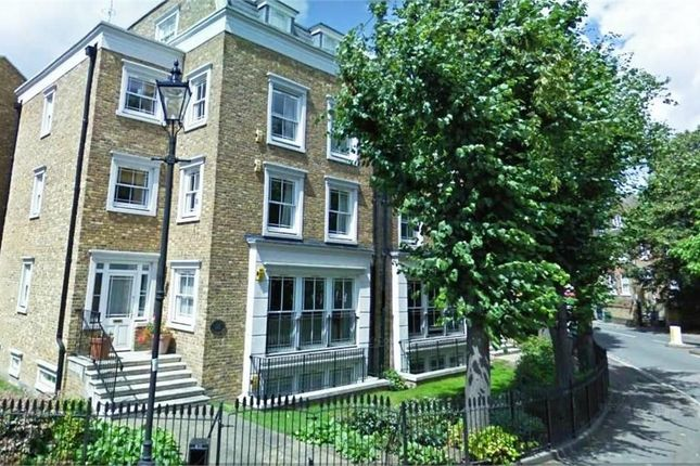 Thumbnail Town house to rent in Stockwell Park Road, London