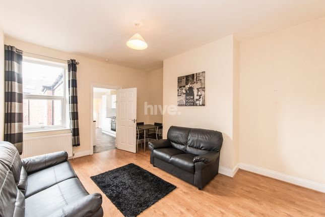 3 bed flat to rent in Simonside Terrace, Heaton, Newcastle Upon Tyne