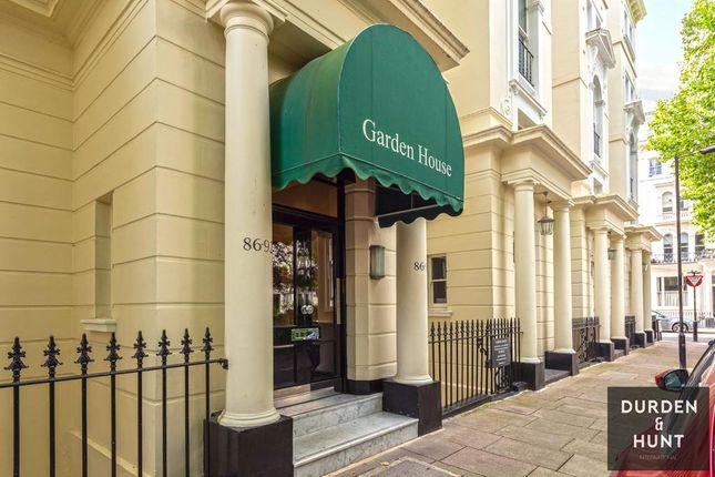 Thumbnail Flat to rent in Garden House, Kensington Garden Square, London