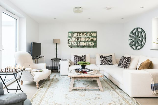 Thumbnail Town house to rent in Winders Road, London