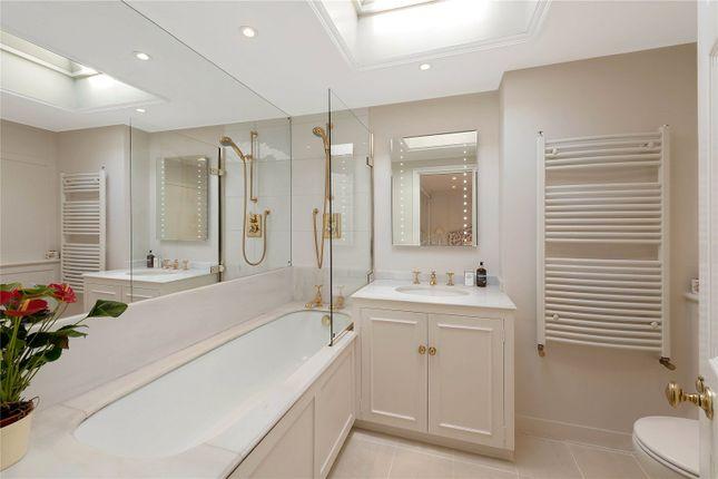 Ensuite Bathroom of Cadogan Lane, London SW1X
