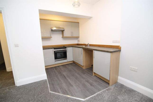Thumbnail Flat to rent in Station Road, Tiverton