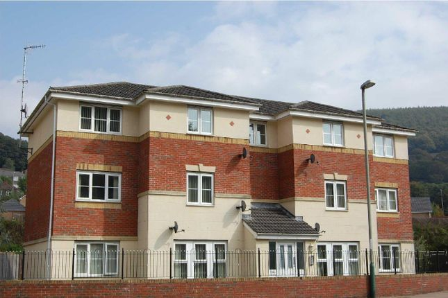 Thumbnail Flat to rent in Coed Celynen Drive, Abercarn, Newbridge