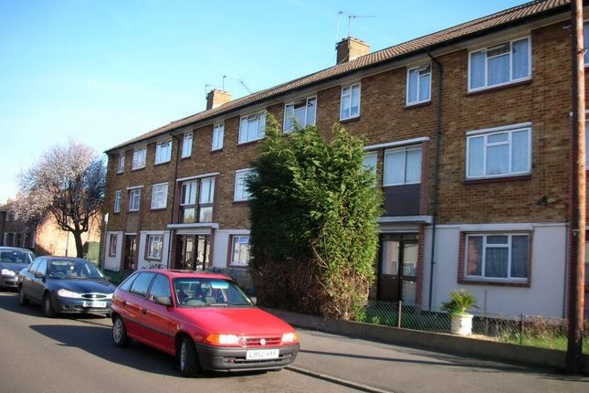 Thumbnail Flat to rent in Magnolia Street, West Drayton