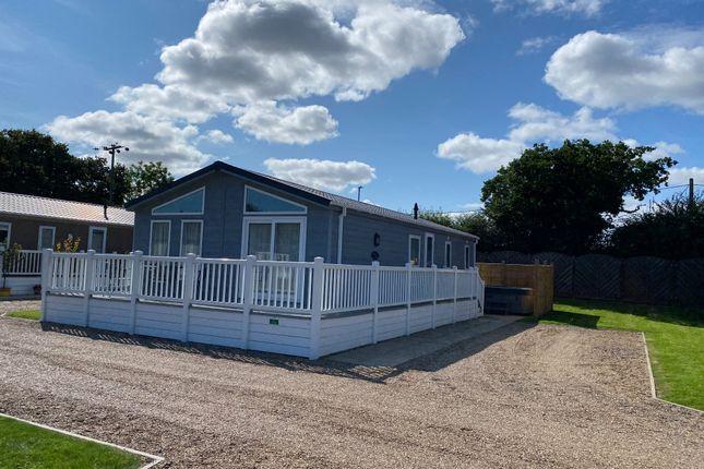 2 bed mobile/park home for sale in London Road, Kessingland, Lowestoft NR33